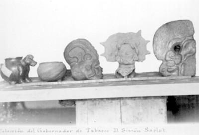 Hachas antropomorfas y vasijas de cerámica prehispánicas, colección del gobernador de Tabasco, Simón Sarlat