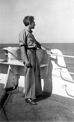 Felipe Teixidor a orillas de una embarcación, retrato