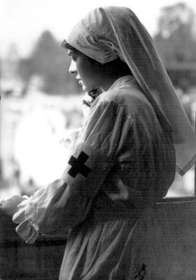 Mujer miembro de la Cruz Roja