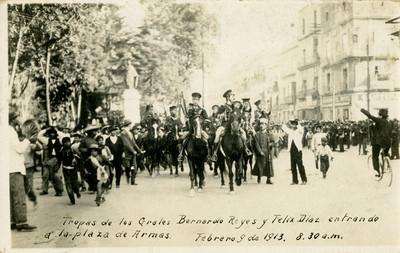 Tropas de los generales Bernardo Reyes y Félix Díaz entran a la plaza de armas
