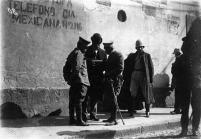 El ministro de guerra y los generales Delgado y Ángeles discuten un plan para el ataque a los felicistas