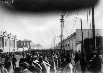 El reloj chino en Bucareli, alcanzado por un proyectil