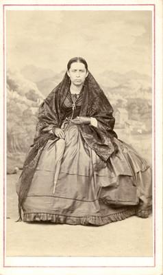 Mujer con rebozo y sombrilla, tarjeta de visita