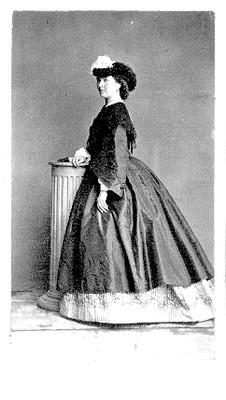 Mujer con sombrero decorado con plumas, retrato