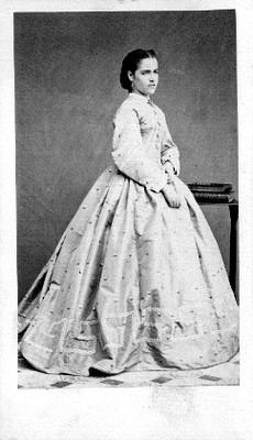 Mujer en estudio fotográfico, retrato