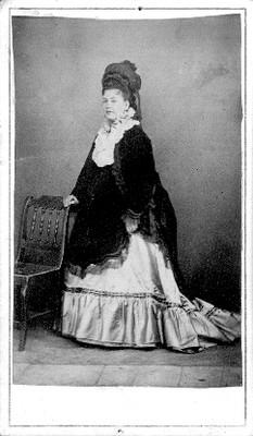 Mujer, retrato de plano general