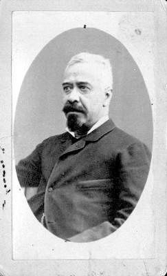 Hombre, retrato de tres cuartos de perfil