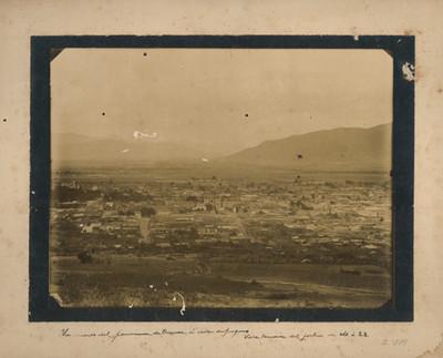 """Un cuarto del panorama de Oaxaca á vista de pájaro"""", """"Vista tomada del fortin de N.O. á S.E. [sic]"""
