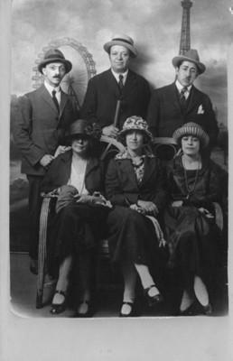 Diego Rivera, David Alfaro Siqueiros, Graciela Amador, Angelina Beloff, Leon Caillou y Magda Caillou, retrato de grupo