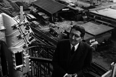 Felipe Teixidor, en la refinería de Azcapotzalco, retrato