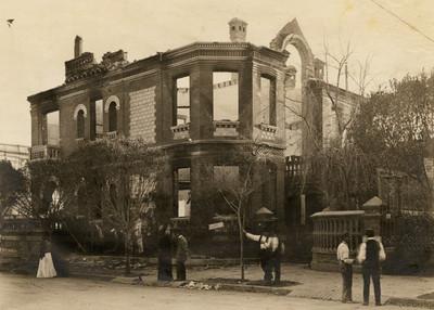 Casa de Francisco I. Madero, después de ser bombardeada e incendiada