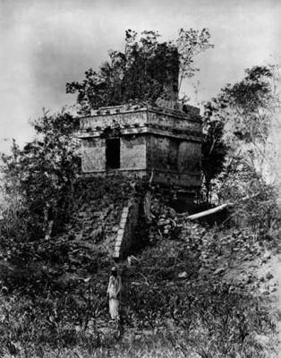 Vista del Templo II de Hochob antes de los trabajos de consolidación