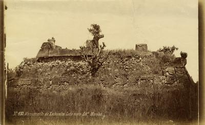 """Monumento de Xochicalco, lado norte"", vista parcial"