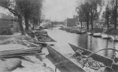 """Canal de La Viga en Ixtacalco, """"6446. Vega canal at Ixtacalco"""" [sic]"""