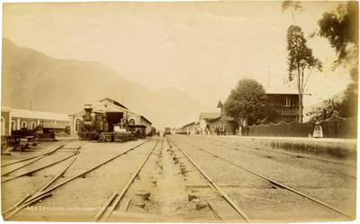 Estación de Orizaba F.C.M, con patios de operación y talleres