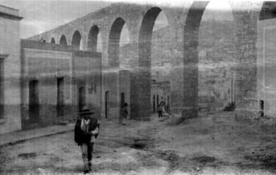 """Acueducto viejo en Zacatecas. """"5666. An old aqueduct. Zacatecas"""""""