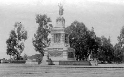 "Monumento a Cuauhtémoc, ""6436. Statue of Cuitlahuac"""