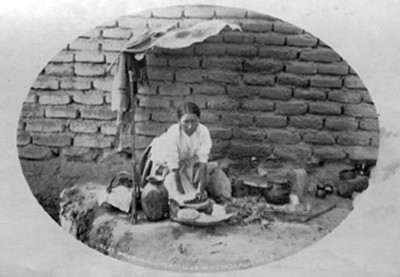 "Mujer prepara tortillas en Aguascalientes, ""5237. Preparing tortillas in Aguascalientes"""