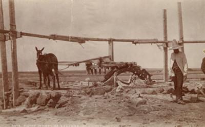 """Rueda de la bomba de agua a Salinas, """"5675. Pump wheel at Salinas"""""""