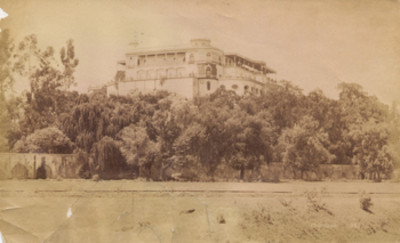 """Castillo de """"Chapultepec"""" y acueducto, vista parcial"""
