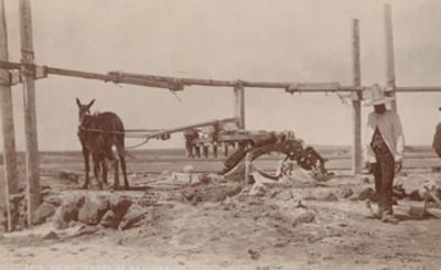 """Rueda de la bomba de Salinas, """"5675. Pump wheel at Salinas"""""""