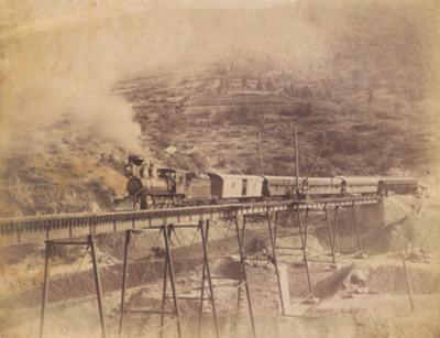"""""""Nacional Dos Ríos"""", ferrocarril sobre un puente"""