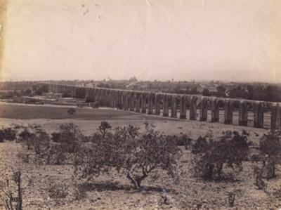"""Vista de """"Querétaro y [el] Acueducto"""""""