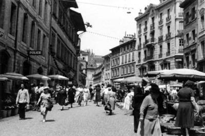 Lausana, Suiza, una calle un día de mercado