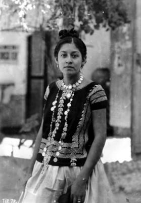 Tehuana con traje regional, retrato