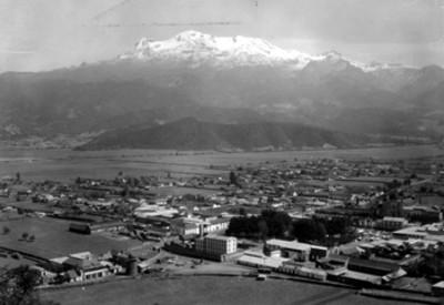 El Iztaccihuat, visto desde Amecameca, paisaje