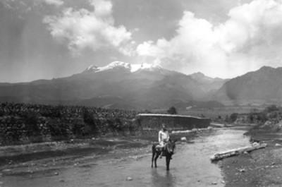 Iztaccihuatl, vista desde un río