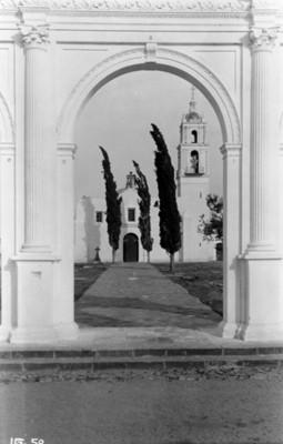 Iglesia, vista desde el atrio