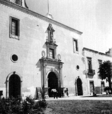 Entrada lateral del Templo de San Diego