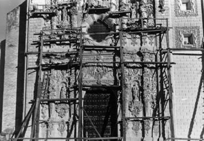 Fachada del Templo de San Francisco Javier en restauración