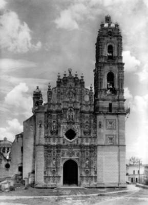 Portada principal del Templo de San Francisco Javier, vista general
