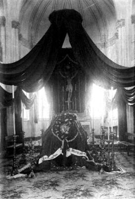 Ataúd de arzobispo de México en capilla