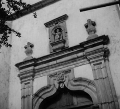 Santo en la portada del Templo del Hospital, detalle