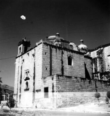 Capilla de la iglesia de Santo Domingo, vista lateral