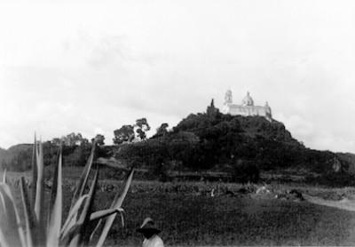 Vista del montículo e iglesia de Cholula