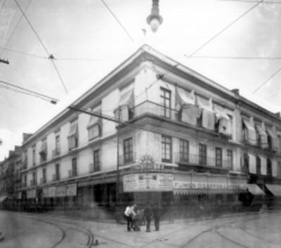 Edificio en una esquina, fachada