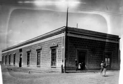Vista parcial de la fachada de un edificio