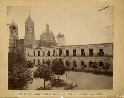 Palacio de gobierno y parroquia de San Felipe de Jesús