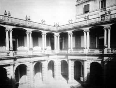 Patio del Palacio de Minería, vista parcial