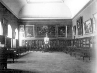 Sala de reuniones de la academia de San Carlos, vista parcial