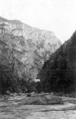 Vista de la barranca y mina del cobre en la sierra de Chihuahua
