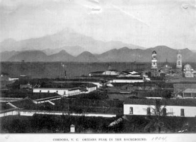 Panorámica del pueblo de Cordoba, al fondo el volcán Pico de Orizaba