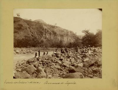 Grupo de excursionistas en la barranca de Tequila