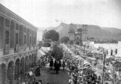 Desfile en honor al natalicio de Miguel Hidalgo en Cuitzeo