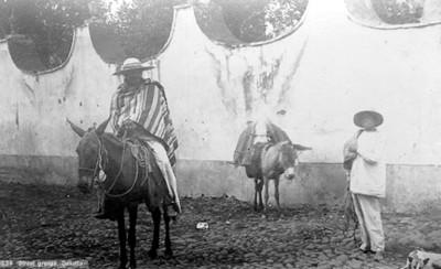 """Hombres en una calle de Cuautla, """"5634. Street groups, Cuautla"""""""