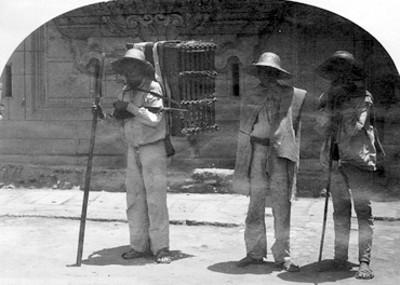 """Cargadores en México, """"5281. México street scene, cargadores"""""""
